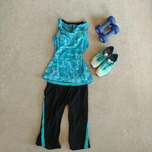 Gaiam L turquoise blue sports bra